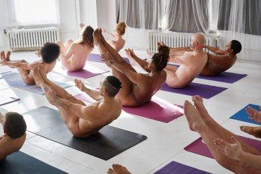 Транссексуалы голая йога