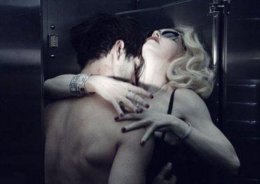 Секс в лифте стоя