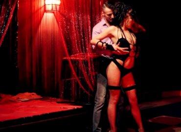 Пятьдесять оттенков серого секс в красной комнате