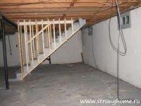 Дом запланировали небольшой, но с подвалом - для хранения в нем овощей, консервации, разных инструментов.