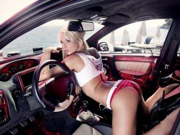 Секс в гаражі.
