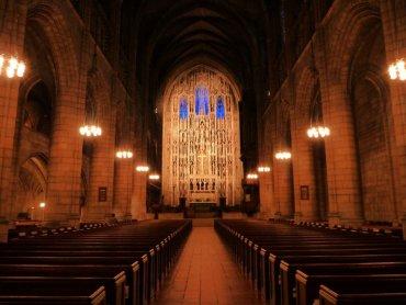 Лишь 53% американцев доверяют своим духовным наставникам