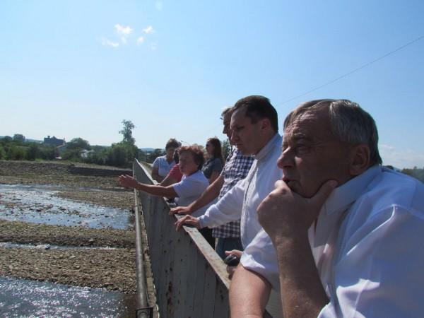 Вячеслав Кредисов пообещал жителям Перегинска помочь с восстановлением дамбы