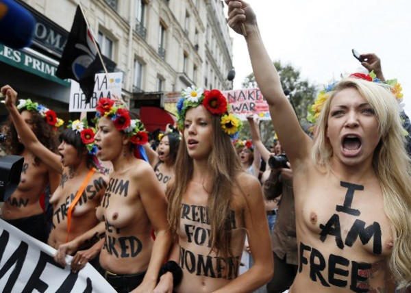 Марш FEMEN в Париже.