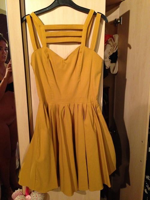 21-летняя Эйми Джонс продавала платье.
