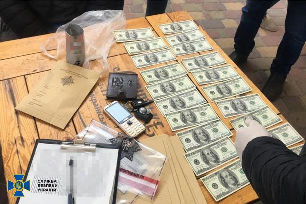 При обысках изъяли деньги и списки клиентов