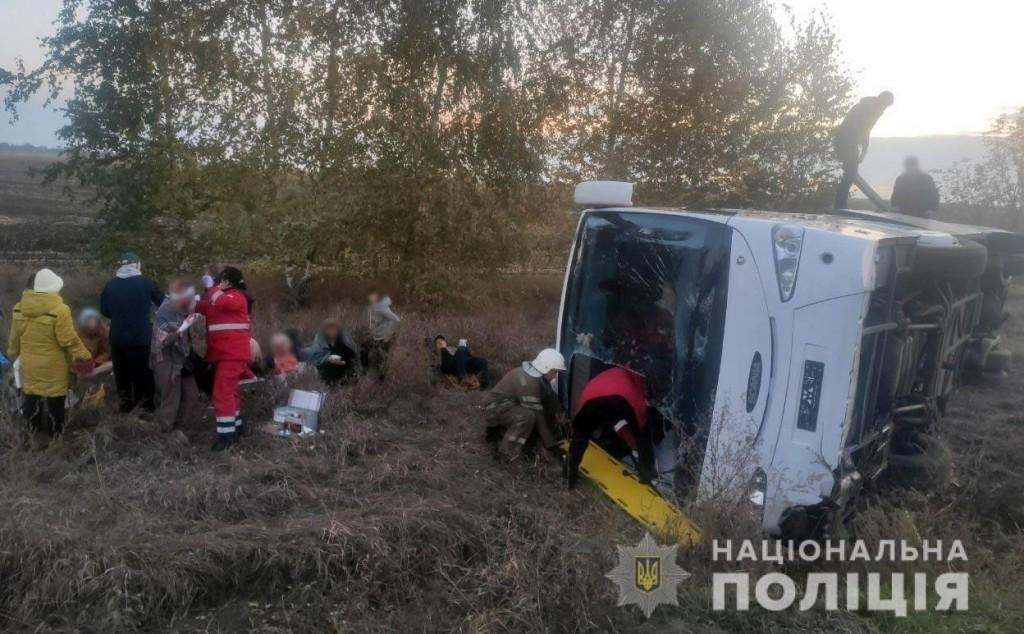 На Полтавщине перевернулся автобус с людьми
