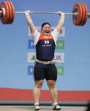 Сексуальные спортсменки по тяжелой атлетике