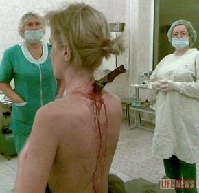 вонзил нож девушка: