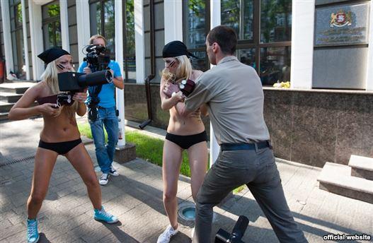 голые на улице в украине-бу3