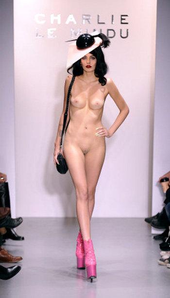 Фото голая модель с подиума