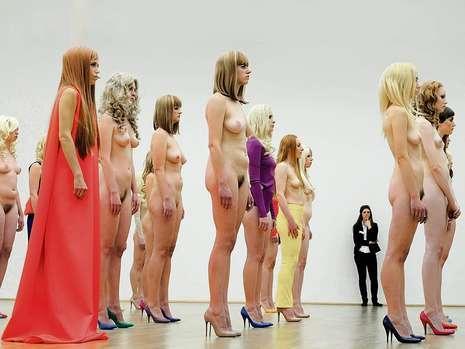 Обнаженная Женщина В Музее