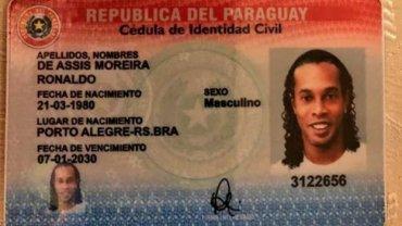 Роналдиньо задержали с поддельным паспортом