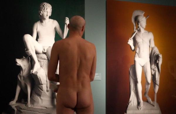 Голая экскурсия в венском музее