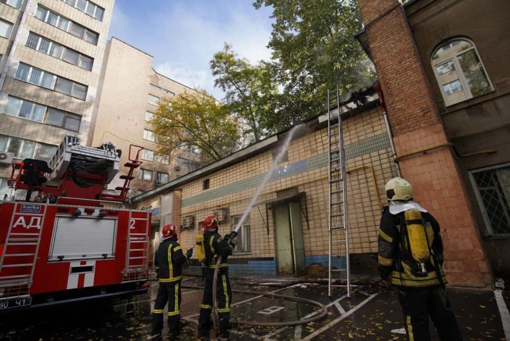 Пожар возник в здании на территории института